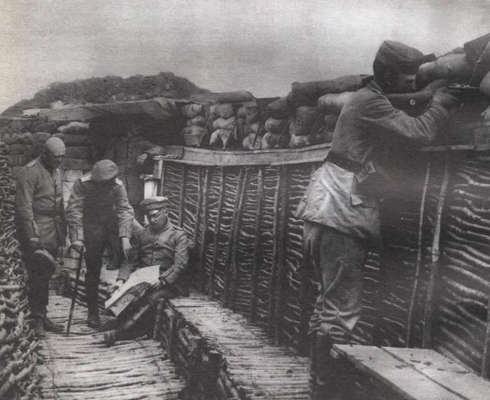 Intérieur d'une tranchée allemande en 1915