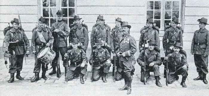 Le SPENCER Rifle Mod 1865 - Page 2 Reforme-uniforme-compagnie-boer-1